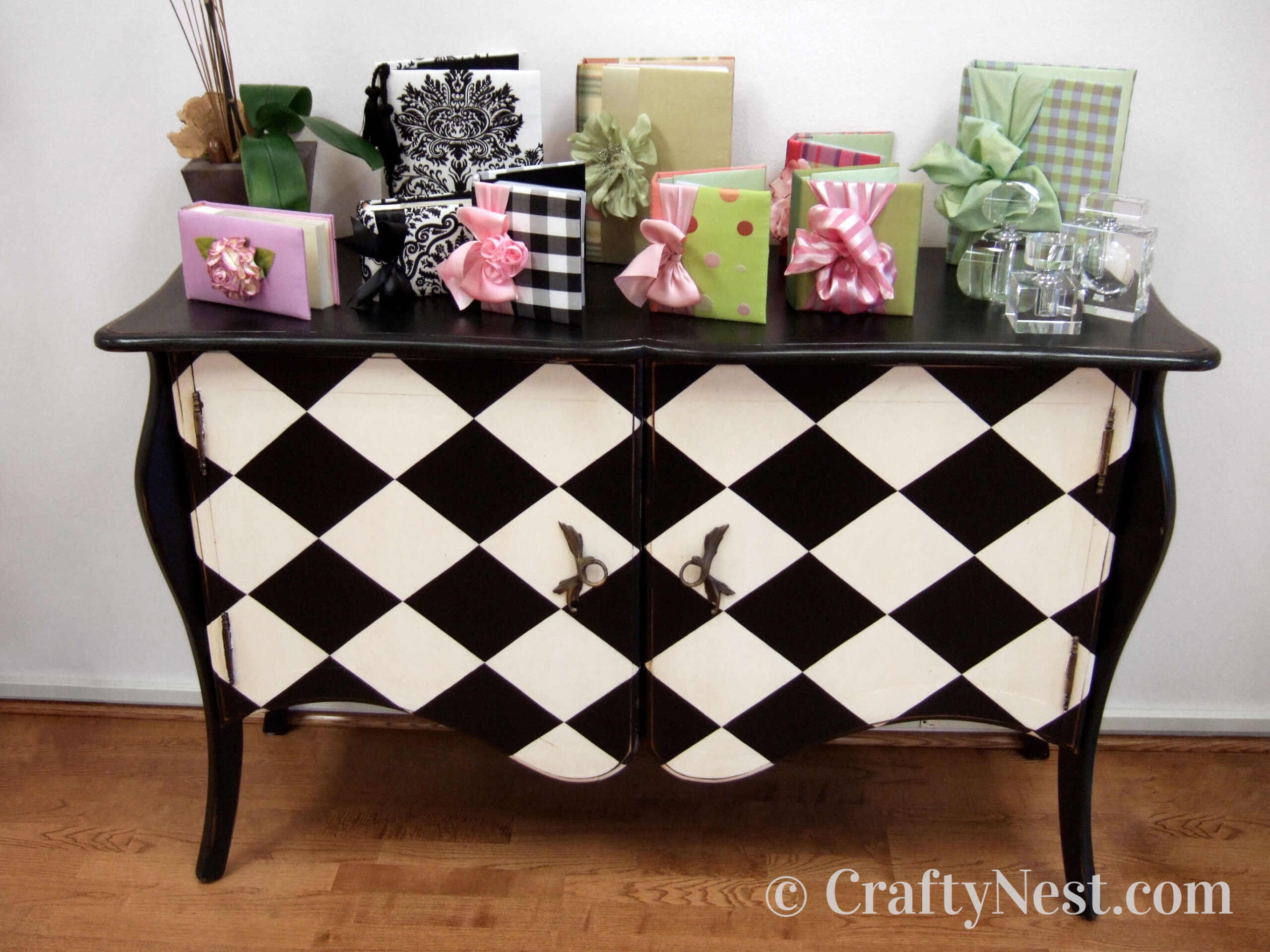 Curvy bureau with checkerboard pattern, photo