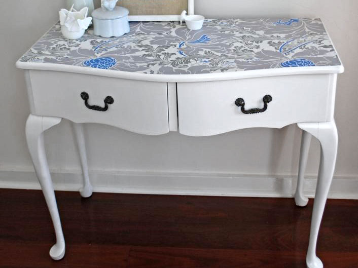 Wallpapered dressing table, photo