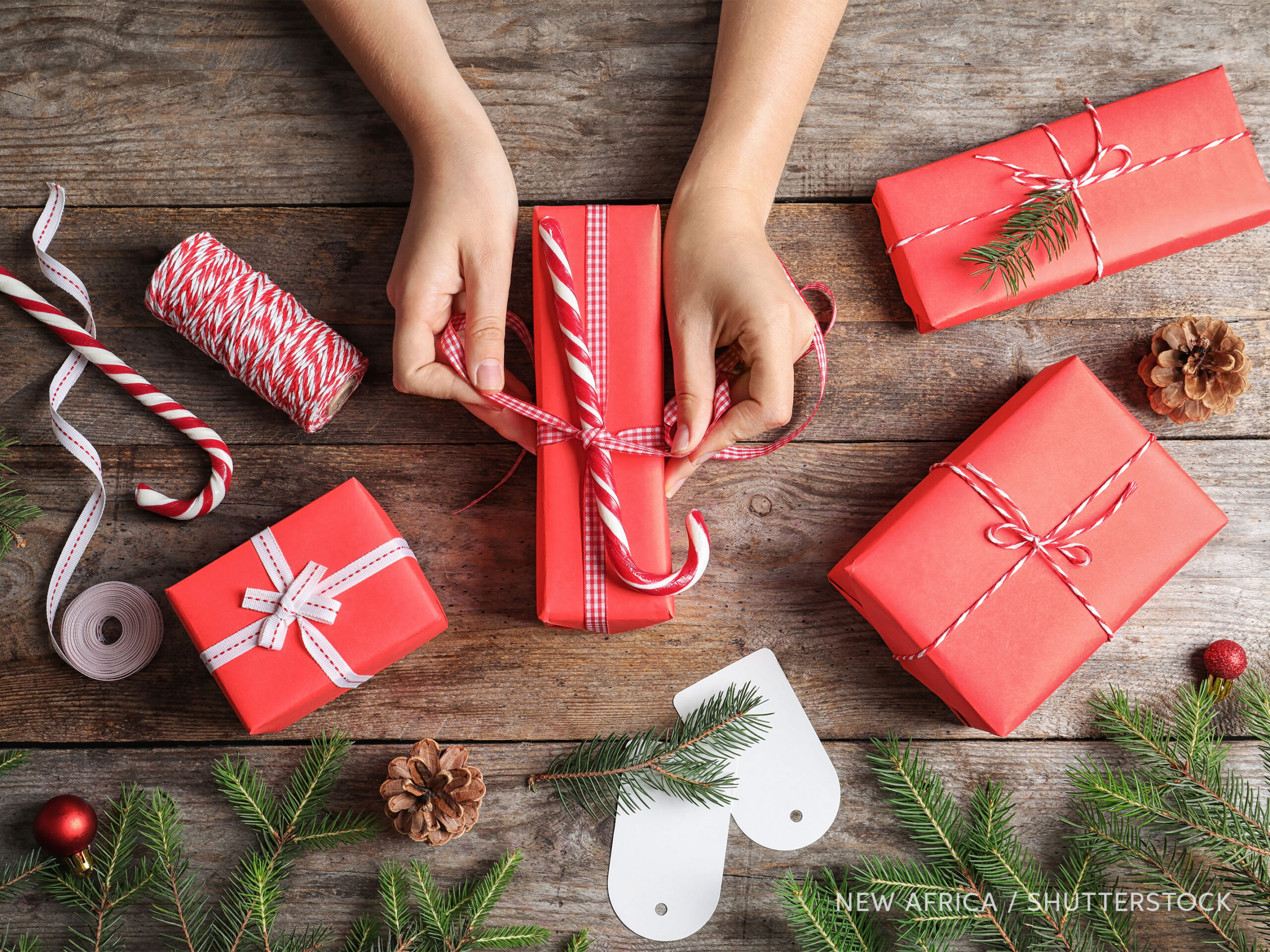 Wrapping Christmas gifts, photo