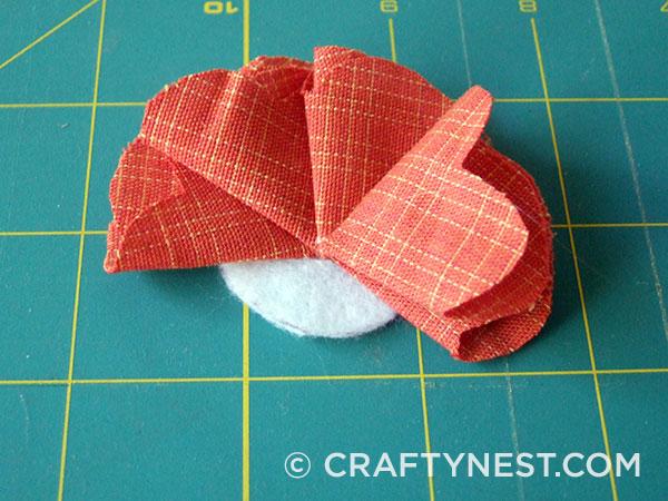 Fold and glue the fourth petal, photo