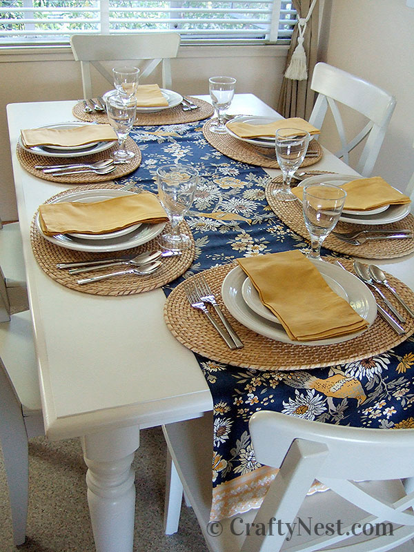 Dining table with place settings, photo