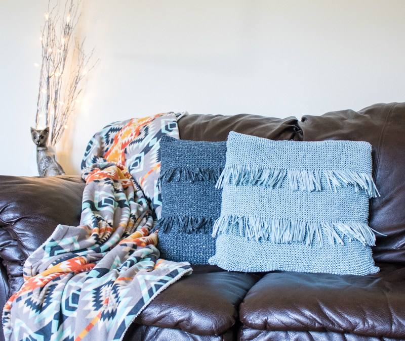 Knit Fringed Throw Pillow Video Tutorial