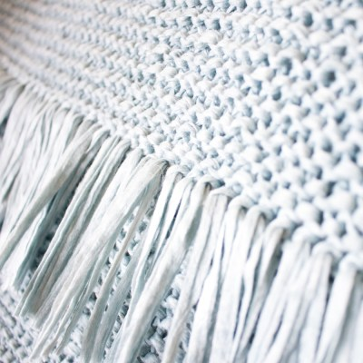 Knit Throw Pillow Free Pattern to make a luxury lookingknitted throw pillow with fringe and inspired by expensive home decor. DIY knit throw pillow.