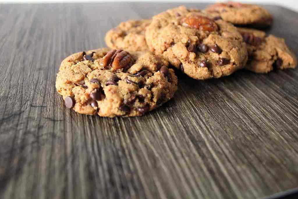 Chocolate Pecan Kamut Cookies. These cookies, made with healthy ancient grains will blow your socks off! |cravethegood.com
