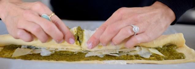 parmesan-pesto-pinwheel-pastry-wreath-013