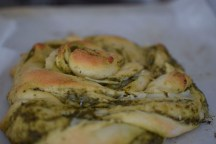 parmesan-pesto-pinwheel-pastry-wreath-039