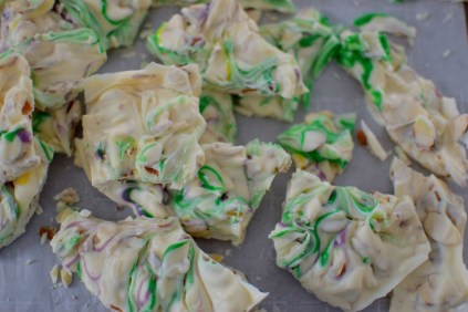White Chocolate Swirled Almond Bark-011