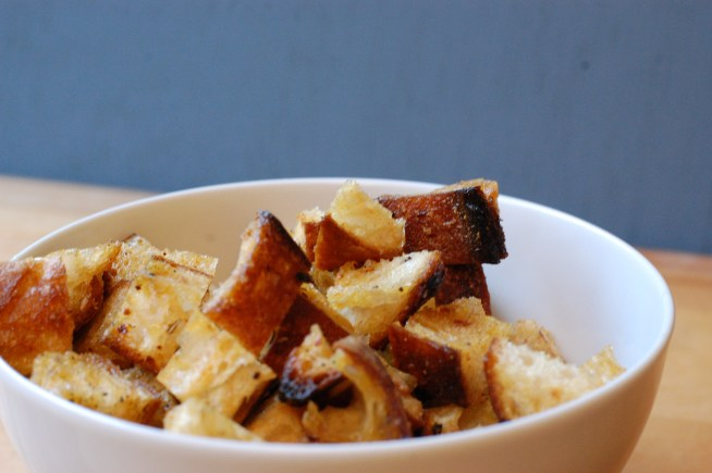 Homemade Garlic Croutons | Cravings & Crumbs