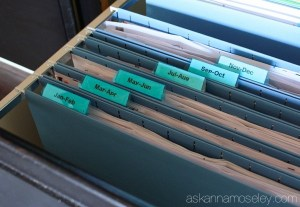 7 Hacks that will have you organized in no time. A roundup of the best organizing hacks from different bloggers. Click now and read more or pin and read later.
