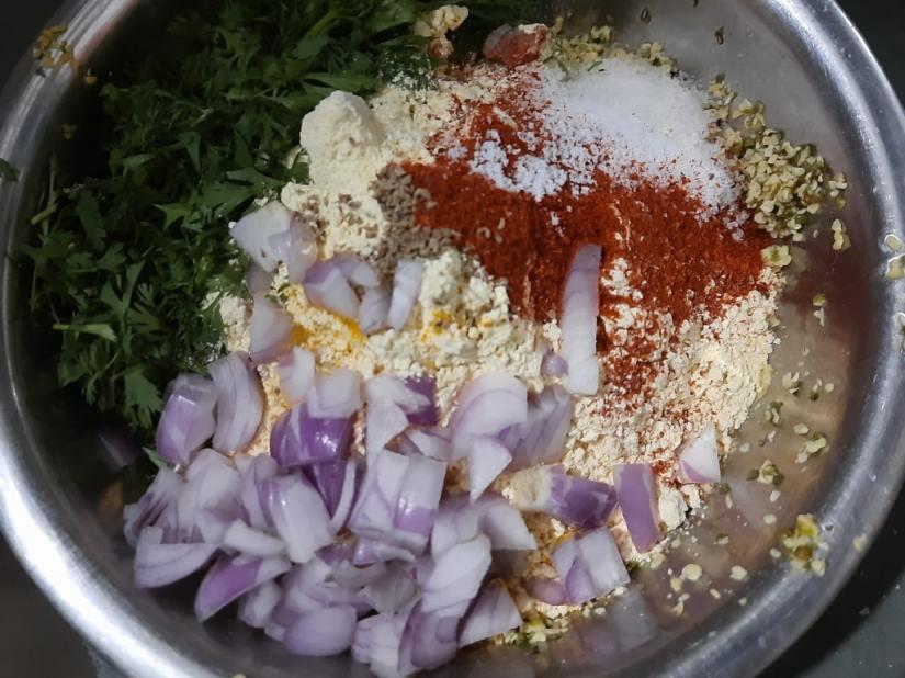 Moong dal pakoda with onion