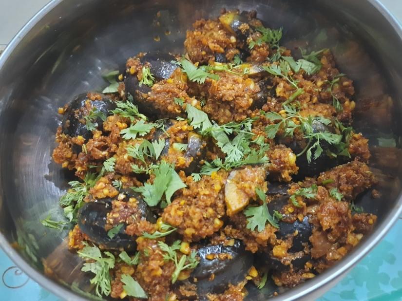 serving bharwa baingan