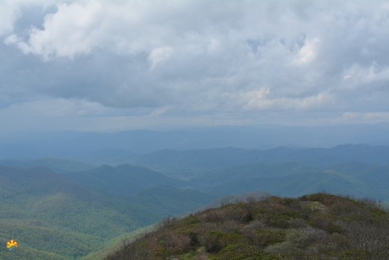 Hiking with kids by asheville craggie pinnacle