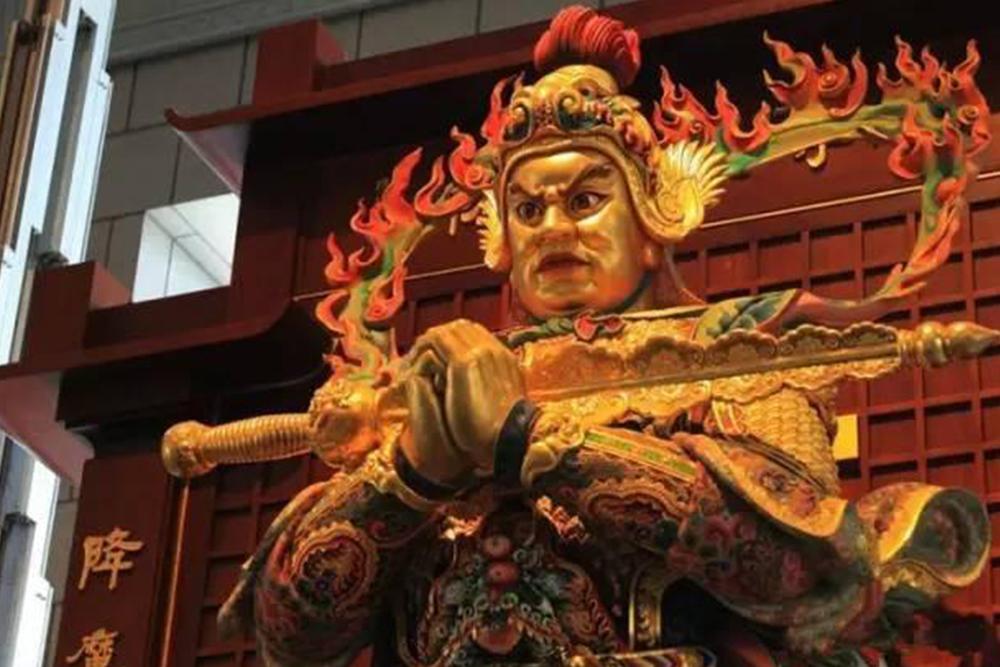 原來韋馱菩薩手持金剛杵的三種姿勢,暗示寺廟的狀態 !|瘋神說Crazy