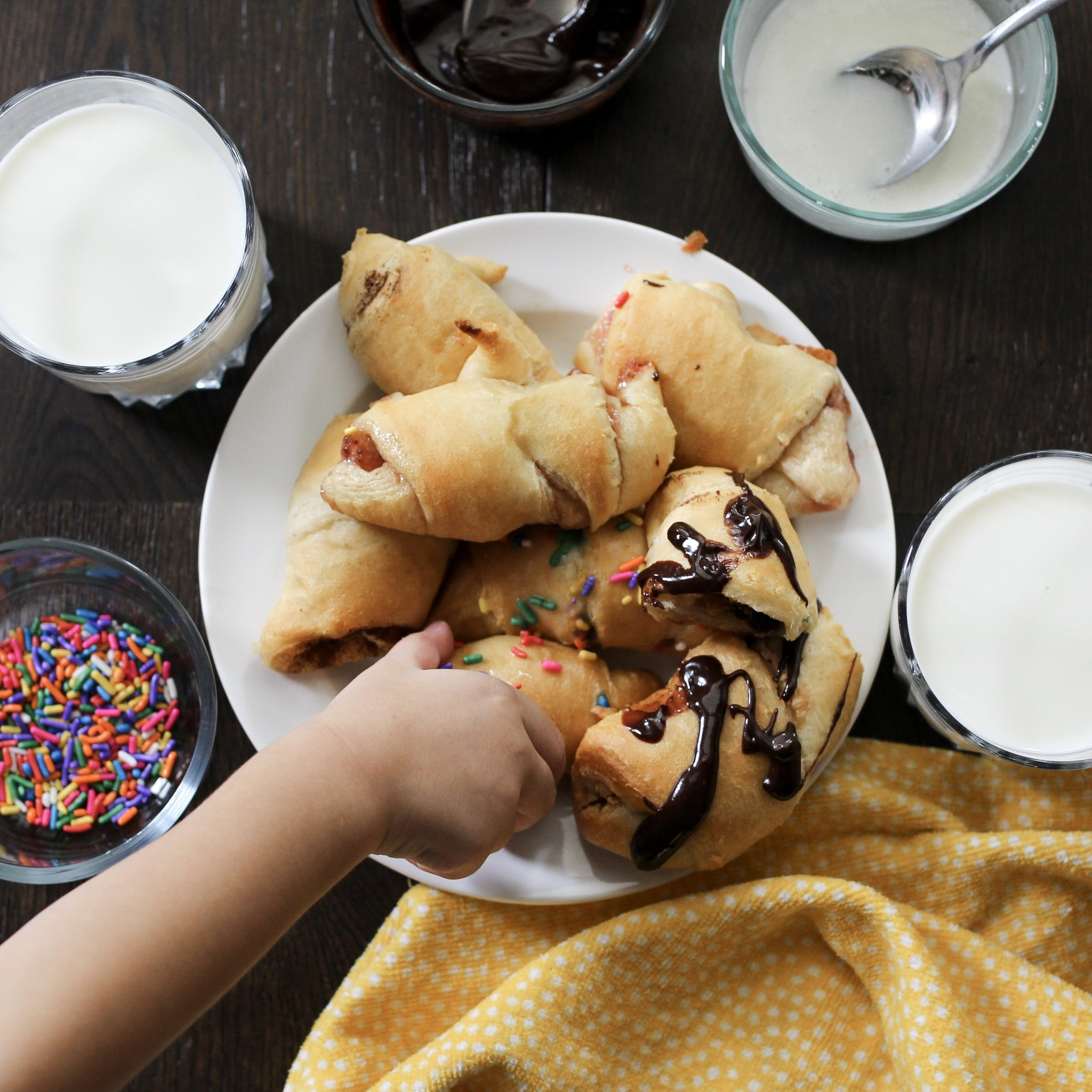 4 Ways to Make Pillsbury Crescent Rolls for an Afternoon Snack