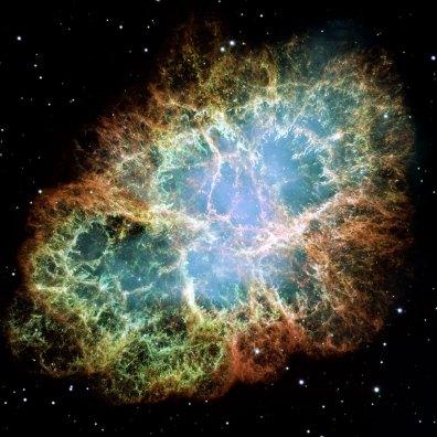 Najbardziej szczegółowe zdjęcie Mgławicy Kraba, powstałe w wyniku połączenia 24 ujęć. Za zasilanie tej mgławicy odpowiada centralny pulsar, pozostałość po gwieździe która eksplodowała jako supernowa widziana z Ziemi w 1054 roku. Fot. NASA/ESA
