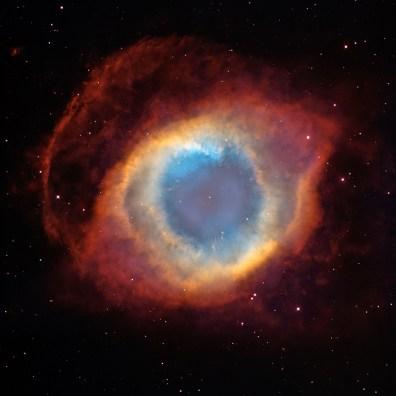 """Mgławica Ślimak (NGC 7293) – mgławica planetarna znajdująca się w konstelacji Wodnika, oddalona o około 714 lat świetlnych. Jest jedną z najbliższych Ziemi mgławic planetarnych, bywa nazywana """"Okiem Bożym"""". Fot. NASA, ESA, C.R. O'Dell (Vanderbilt University), M. Meixner i P. McCullough (STScI)"""