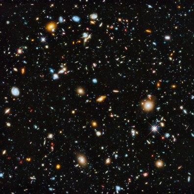 10 000 galaktyk w świetle widzialnym, podczerwieni i ultrafiolecie sfotografowanych przez teleskop Hubble'a. Koniecznie zobaczcie to zdjęcie w dużej rozdzielczości: https://www.crazynauka.pl/10-000-galaktyk-jednym-niezwyklym-zdjeciu-teleskopu-hubblea/ Fot. NASA, ESA, H. Teplitz and M. Rafelski (IPAC/Caltech), A. Koekemoer (STScI), R. Windhorst (Arizona State University) i Z. Levay (STScI