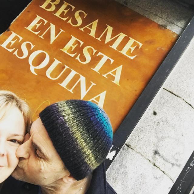 Kiss me on this street corner Madrid tourists