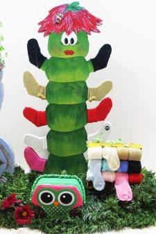 gusano expositor de calcetines