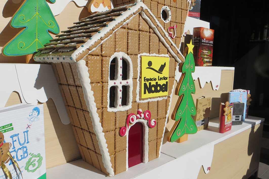 Dulce navidad con la nobel escaparate de navidad for Casa jengibre