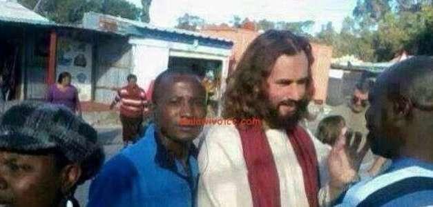 Il turista italiano in Africa scambiato per Gesù