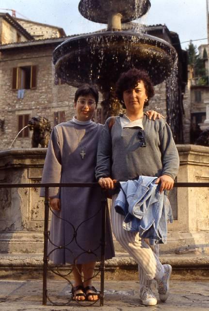 Assisi - Patrizia ed Amica che si incontrano