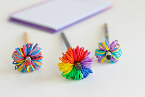 Pencil-Topper-Pom-Poms-with-Rainbow-Loom-Bands