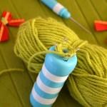 diy-boule-Noel-tricotin-et-noeud