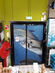 Intermarché Carnoux en Provence (13) Impression numérique pour porte de secours de la poissonnerie