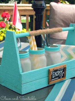 Frosted-Mason-Jars-Picnic-Caddy