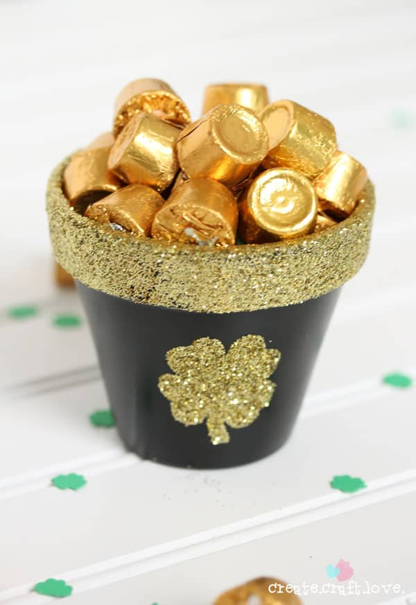 St. Patrick's Day is around the corner. Make this DIY Pot of Gold for your  festivities.