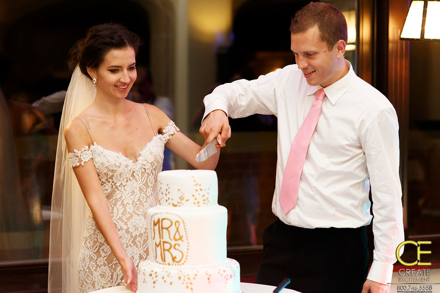 18 Songs for Your Wedding Cake Cutting Ceremony   Create Excitement Save