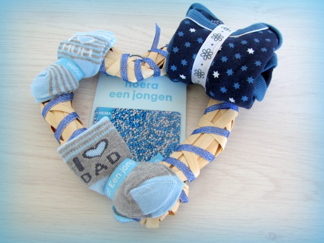 Kraamcadeau voor jongen - cadeaukaart op een hart - Creatief en Simpel - Download de gratis werkbeschrijving op onze site