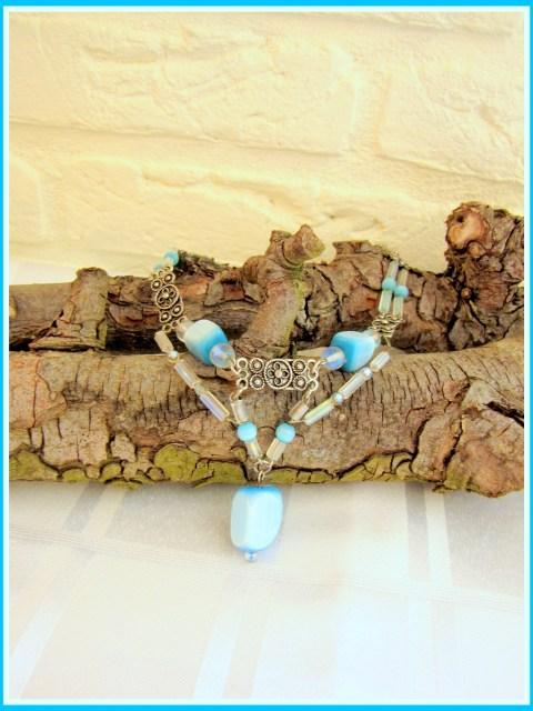 Blauwe halsketting, zelfgemaakt - Creatief en Simpel - Ga naar onze site voor de uitleg en meer leuke (sieraden) ideeen om zelf te maken.