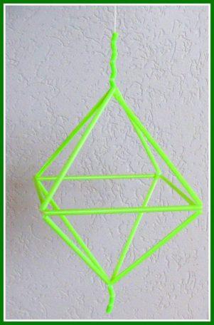 Ornament van rietjes - Creatief en Simpel - Ga naar onze site voor de uitleg, link naar het filmpje en meer leuke ideeen om zelf te knutselen.