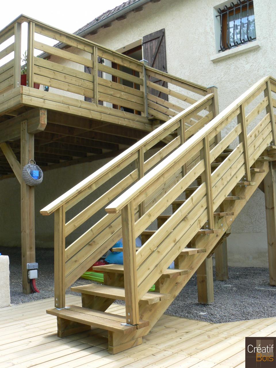 terrasse bois sur poteaux et escalier