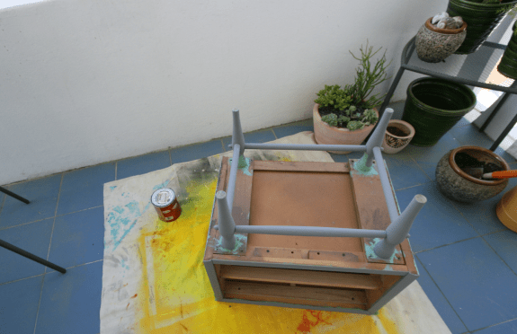 painting wood furniture