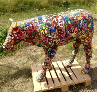 une vache en carton colorée qui s appelle marguerite