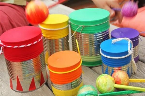 tobe din cutii de conserve si baloane la care chiar poti canta - cum sa iti faci propria orchestra la tine acasa