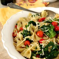 Pasta with Fresh Spinach, Tomatoes and Roasted Garlic