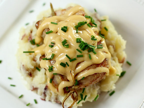 Chicken with Mashed Potatoes and Cheese Sauce