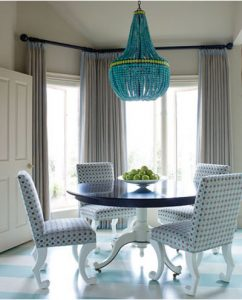 3-Chandeliers-in-Dining-Room