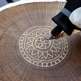 DIY Baumscheibe gravieren mit dem Dremel | Creative-Material|