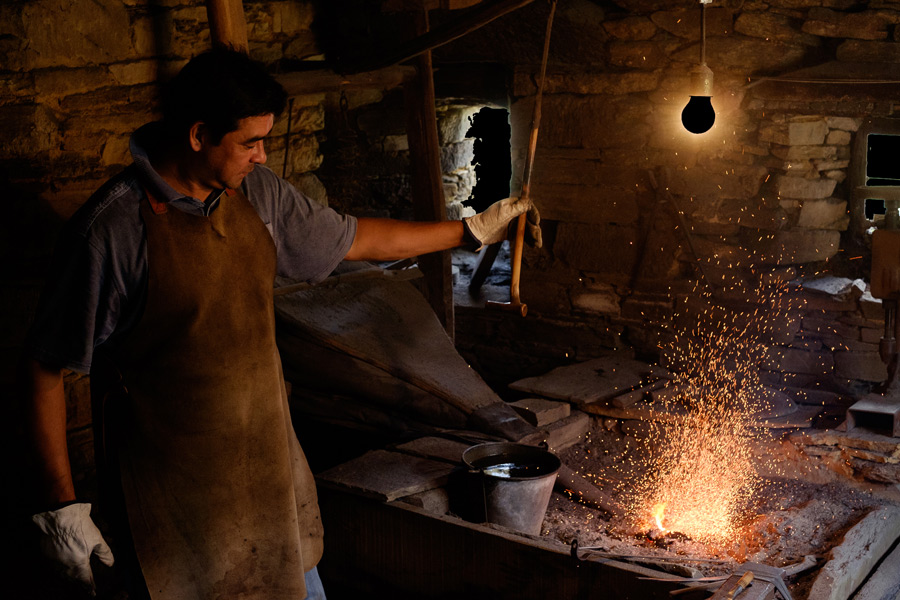 Photo of a man in a knife making workshop in Asturias, Spain