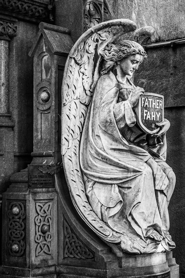 Black and white photo of statue