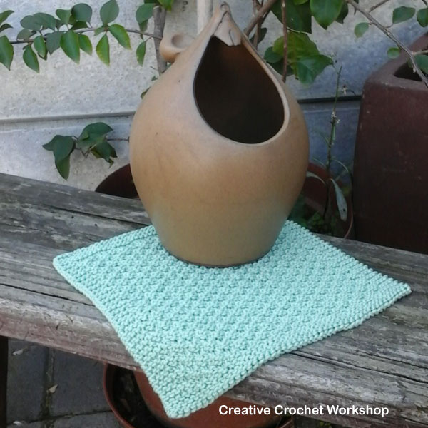 Double Moss Stitch Dishcloth - Free Knitting Pattern | Creative Crochet Workshop @creativecrochetworkshop #knittedkitchen