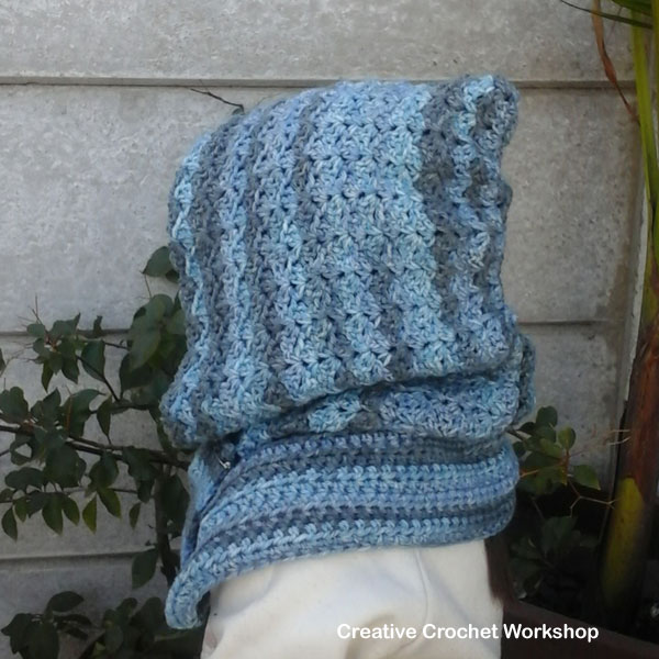 Winter Blues Hooded Cowl - Free Crochet Pattern | Creative Crochet Workshop @creativecrochetworkshop #BeatTheHeatCold2017