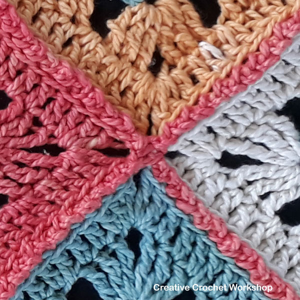 Cosmic Constellation Throw - joining | Creative Crochet Workshop @creativecrochetworkshop #freecrochetpattern #grannysquare #afghansquare #crochetalong #ccwcrochetablock2018