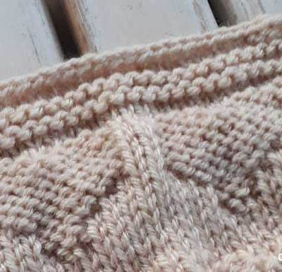 FOUR HEARTS KNIT SQUARE