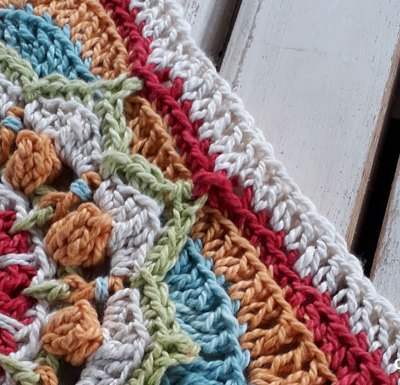 Blooming Lily of the Water Square - Free Crochet Pattern   Creative Crochet Workshop @creativecrochetworkshop #freecrochetpattern #grannysquare #afghansquare